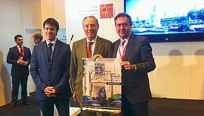 D. David Guevara, Delegado de Deportes del Ayuntamiento de Sevilla, D. Antonio Campos, Presidente de AECCAá y D. Juan Espadas, Alcalde de Sevilla