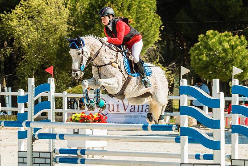 Quinola de Yeguada Almenara Alta, montada por Carla Noguera en el Campeonato de españa de CCE